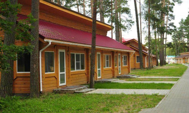фасад оного из номеров санатория Лесные озера